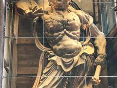 金剛力士像 吽形像 阿吽像と向かい合ってたってますよ