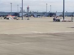 こちらが第2ターミナルです。 ボーディングブリッジはありませんのでタラップで搭乗します。