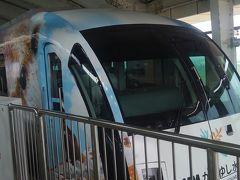 食べたら急いでゆいレールへ。 車内に流れる駅毎の沖縄民謡で早くも南国気分。