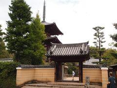 12:59 妙見山 法輪寺  法隆寺の駐車場から、車で数分で到着。  お寺のはっきりとした創建の記録は無く、聖徳太子の病気平癒のためにとか、斑鳩寺(法隆寺)が焼失した後3人の人物によって創建されたとも伝わります。  昭和の発掘調査で伽藍配置が法隆寺式で七堂の伽藍があり、仏像の様式から7世紀末には寺が完成していたと思われます。大きなお寺だったようです。