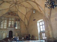 旧王宮。ヴラディスラフホール。アーチ形の天井の広い空間。