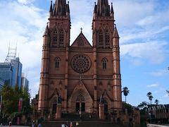 世界遺産セントメアリーズ大聖堂到着。 大きく荘厳で美しい教会、シドニーで見たかった建物の1つです。 ミサを行っていたので入り口付近を少し覗いて帰りました。 この旅1番の青空と共にお気に入りの1枚です。