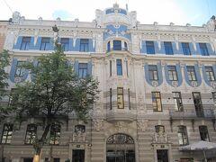 <リガ> 新市街 表紙の Elizabetes iela 10B の集合住宅。 Mihails Eizenšteinsの設計、1903築。
