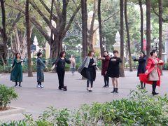 人民公園を通り、お寺を巡ります。人民公園ではスポーツクラブのスタジオさながら健康作りの体操をするシニアが多かったです。