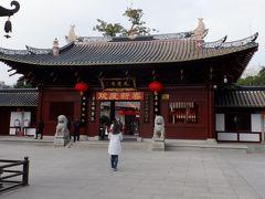 広州で最も有名で最も規模が大きな仏教寺院の光孝寺に入ります。