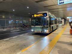少し早めに始発のバスも到着。 早速乗り込みます。
