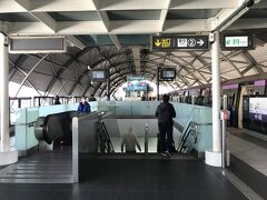 今回の宿はMudan House。最寄駅は中和新蘆線(オレンジ)の大橋頭駅。 台北駅で乗り換える気だったけど、よく見たら三重駅で乗り換えた方が便利なんじゃ・・・。 こちらのブログを拝見して、三重駅で乗り換え。これ便利でした。空いているし。 台北市内の他の場所に行く方にもおすすめの乗り換え方法です。   http://tabi-rinma.hatenablog.com/entry/2017/10/31/台湾@桃園空港MRT_台北MRTへの乗換は三重駅が簡単便