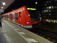 ケルンメッセ駅から1駅乗って、18時半頃ようやくケルン中央駅に到着。