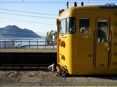 JR赤穂線の黄色い電車に乗って、岡山駅から約1時間、日生駅に到着。