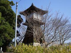 「燈籠堂」正徳4年(1714年)から明治初年まで存在した灯台。現在の建物は昭和61年に復元されたものです。