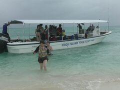 コロール島からボートで約30分の距離にあるガルメアウス島に上陸。
