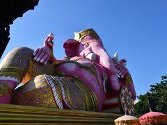 ピンクガネーシャことワット・サマーン・ラッタナーラームです。チャチュンサオ?ともよばれております。このピンクのガネーシャ像ですが近くで見ると大分迫力があります。