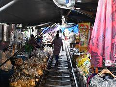 メークロン市場です。 あまり観光客向けに販売しているものは少ないですが、現地の雰囲気を味わうことができます。