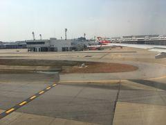 7時間のフライト後、ドンムアン着。 タイは二度目、バンコクは初めてです。