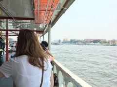 渡し舟でタチャオプラヤ川の対岸へ 料金は確か4バーツ、16円以下です。