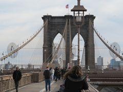 ブルックリンブリッジ! 行く予定はなかったけど、行ってよかった。けっこう気持ちのいい気候。橋から、自由の女神も見えました。みんないっぱい写真を撮っていた。カップル、家族、いろいろ、楽しげに渡っている人たちを眺めているだけで楽しい気分に。