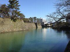 福井城跡です。石垣と美しい掘を見ることができます