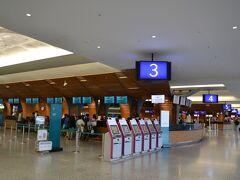 10:15発の直達車に乗り、11:00前に桃園空港第1ターミナルに到着。CXのチェックインカウンターは3、荷物を預けて出境です。