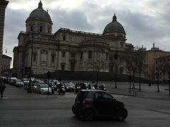 出発が遅れてしまった サンタマリアマッジョーレ教会 入口手前にセキュリティチェックがありました だれも 並んでいませんでした