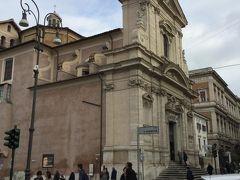 次はサンタマリア デッラ ヴィクトリア教会 外観は 特に派手さはありません