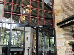 ひと通り行ったところでランチタイムです。   エコーズ・ブティック&レストラン内のレストランです。 今回の旅で楽しみにしていたレストランのひとつです。