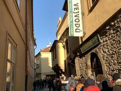 ウ メドヴィードクー (Restaurant U Medvídků) https://umedvidku.cz/restaurant/  ウ メドヴィードクーはホテルもあり、、 同時にプラハで最も古いビアホールのひとつ、、 世界一アルコール度数の高いX-BEER 33も人気♪