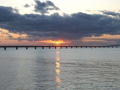 伊良部大橋を眺めながら夕日を見にサンセットビーチへ。 雲が多いけど綺麗な夕日が見れて満足です。