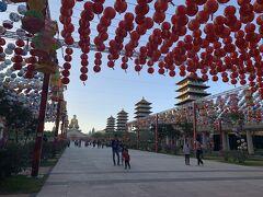 30分ほどで佛光山佛陀記念館に到着。