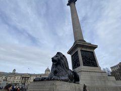 トラファルガー広場周辺を散策。 ライオンが塔の周りにたくさんいた。 みんな思い思いの写真を撮ってる。