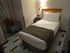 宿泊ホテルはメスキータ真横のユーロスターズホテル。 5000円以下で観光名所真横のホテルはお得。 室内の内容は値段相応ですが快適