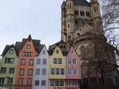 聖マルティン教会とかわいらしいパステルカラーの建物が並ぶフィッシュマルクト。