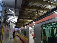 リニューアルされて久しい、新潟駅のホームへと。