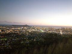 ハワイ最終日の前に、記念としてホノルルの夜景を見ておこうと、夕方からタンタラスの丘ツアーを申し込んでおりました。丘は日が沈む前に到着したので、段々と日が暗くなる様子が見れました。