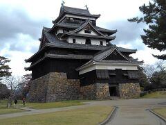 黒の多いお城は、どっしりと安定感があるように思えます。