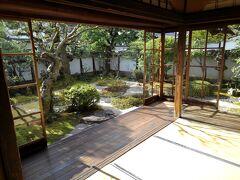 すぐ近くに小泉八雲の旧居。小さいながらも、庭が整備されていて日本の暮らしが想像できます。