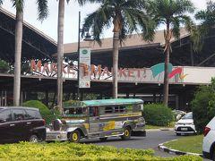 東の端がMarket! Market!です。こちらは少し庶民的なショッピングセンター、日本の「ららぽーと」に似ています。