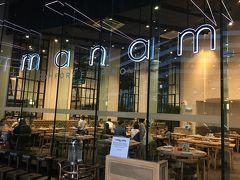 やってきたのはこのお店、manam。フィリピン料理の人気店。 実は、フィリピンはCNNが2015年に実施したグルメ旅の世界ランキングで台湾に次ぐ2位。その中でもBGCは、マニラで上位ランクの店が目白押しのグルメシティです。