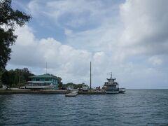 ペリリュー島はコロール島の南約50㎞にあり、スピードボートで1時間半ぐらいかかる。写真のノース・ドックの桟橋に到着。
