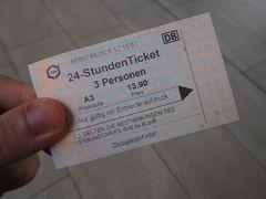 デュッセルドルフの地下鉄やトラムに乗り放題の24時間チケットを購入。