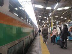 9時53分、東京から1時間36分で終点の熱海へ。 熱海は、JR東日本とJR東海の境界駅。週末パスの効力もここまで。  さて、東海エリア。どうする?