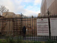 さて、次の目的地はここクリュニー中世美術館です!  しかし! ここのメイン貴婦人と一角獣のタペストリーはこの日から数日間見られないそうで...悲しい。まあ行きましょう。  【観光POINT】 先に言います。ここにはノートル=ダム大聖堂の王のギャラリーにあった石像の頭部をはじめとした色々な中世のものがあると知っていきましたが展示室の何個かはずっと閉じている状態みたいで、実際に見られたのはほんの少しでした... だから一瞬で終わってしまいました。うーん、よくわからなかったです。