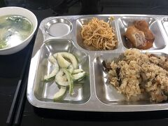 1ヵ月いただく学校の食事。日本人向けの味付けでおいしい。