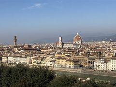ミケランジェロ広場からフィレンツェの街を眺めます。 ドゥオーモが見えます。