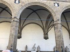 同じくシニョーリア広場の彫刻廊「ロッジア・デイ・ランツィ」