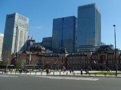 新宿か東京か…。 集合場所としては新宿の方が若干近いけれど、簡単な東京駅で。  「東京駅」