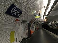 オペラに着きました。 地下鉄はやっぱり早いです。 ホテルでちょっと休憩します。