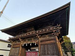 車で30分ほど走って土佐國一宮土佐神社です。まずは楼門