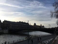 アルコル橋です。 このセーヌ川にかかる橋はどれもとてもきれいです。