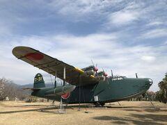屋外に展示されている二式飛行艇です。