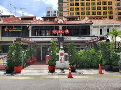 ホテルに荷物を置いてちょっと休憩後、予約していたレッドハウスのプリンセップ店!個人で食べに行こうと思ったけど、HISのオプショナルでミールクーポンが安くなっていたので申し込みました!(8100円/2人) タクシーで向かったのですが、運転手さんと雑談。最近シンガポールの経済は悪く早期退職を求めるも、そこからの再就職は難しいと。そんな彼も50で退職。でも、退職金は多かったそうです!そして、今は運転手しながら旅行とかを楽しんでいるんですって!でもこれは稀なケース!仕事の無い人たちも沢山。どこの国も同じ問題を抱えてますね(涙)